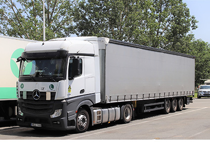 Tautliner Truck Transport